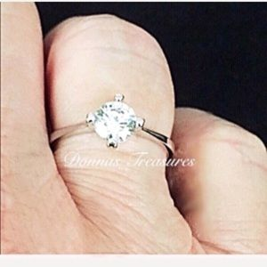 🍀.50 Carat Swarovski Crystal Engagement Ring